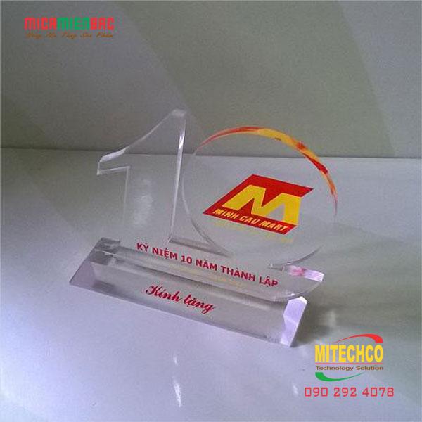 làm kỷ niệm chương bằng mica của công ty mitechco